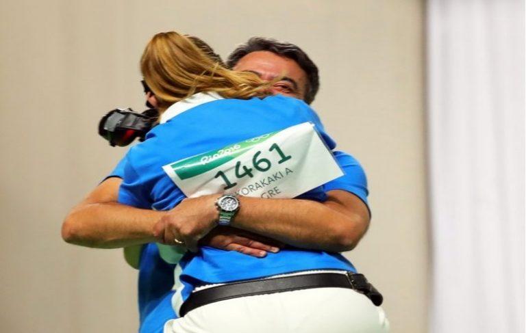 Άννα Κορακάκη: Η συγκινητική αγκαλιά της χρυσής Ολυμπιονίκη με τον πατέρα της! [vid]