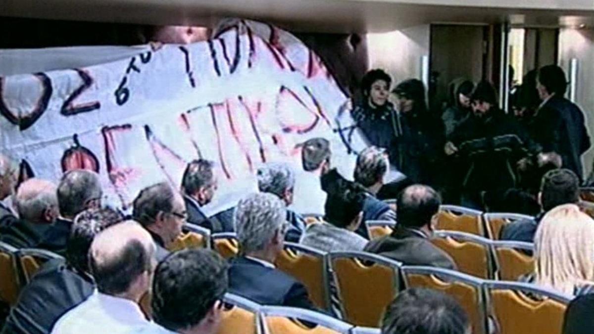 Θεσσαλονίκη: Εισβολή αντιεξουσιαστών παρουσία της Λούκας Κατσέλη