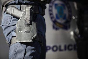 Θρίλερ στην πλατεία Αττικής – Βρέθηκε άνδρας πυροβολημένος στο κεφάλι