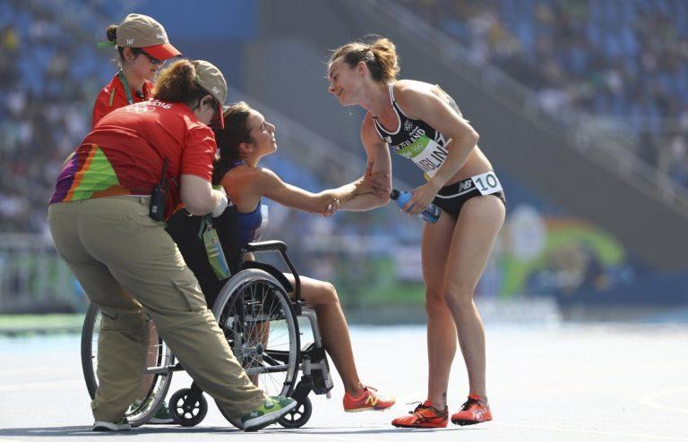 """Αποθέωση του Ολυμπιακού πνεύματος! """"Σήκω πάνω, να τελειώσεις τον αγώνα"""" [pic]"""