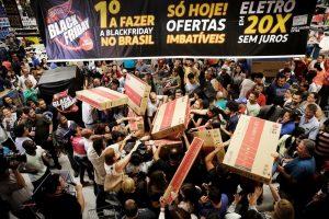 Black Friday: Τρελάθηκαν οι καταναλωτές σε όλο τον κόσμο [pics]