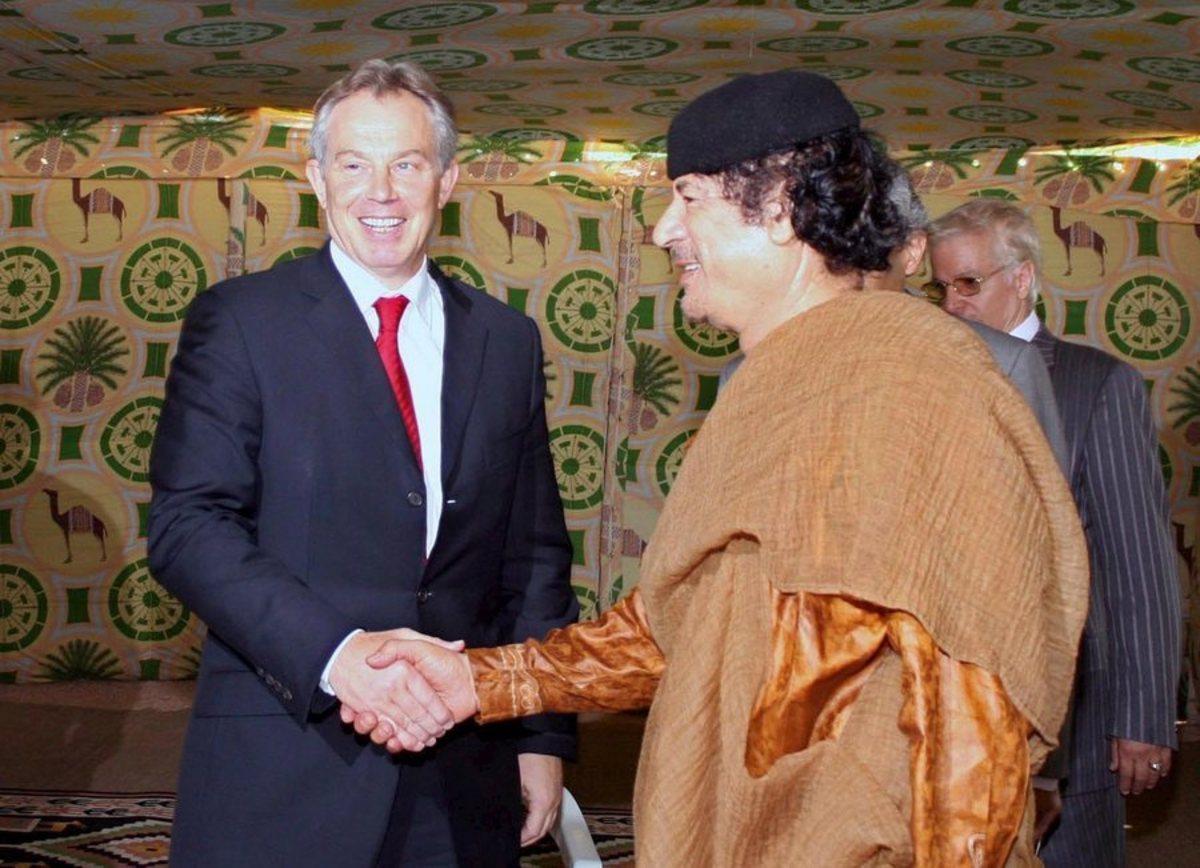 Ο Μπλερ αρνείται ότι προσπάθησε να σώσει τον Καντάφι: Τα προειδοποιητικά τηλεφωνήματα