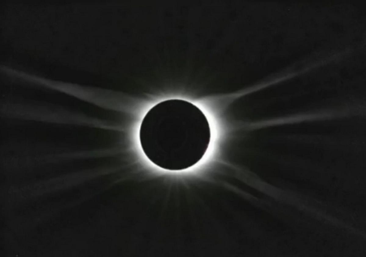 Το τέλος του κόσμου την Παρασκευή! Έρχεται το σπάνιο Μαύρο Φεγγάρι