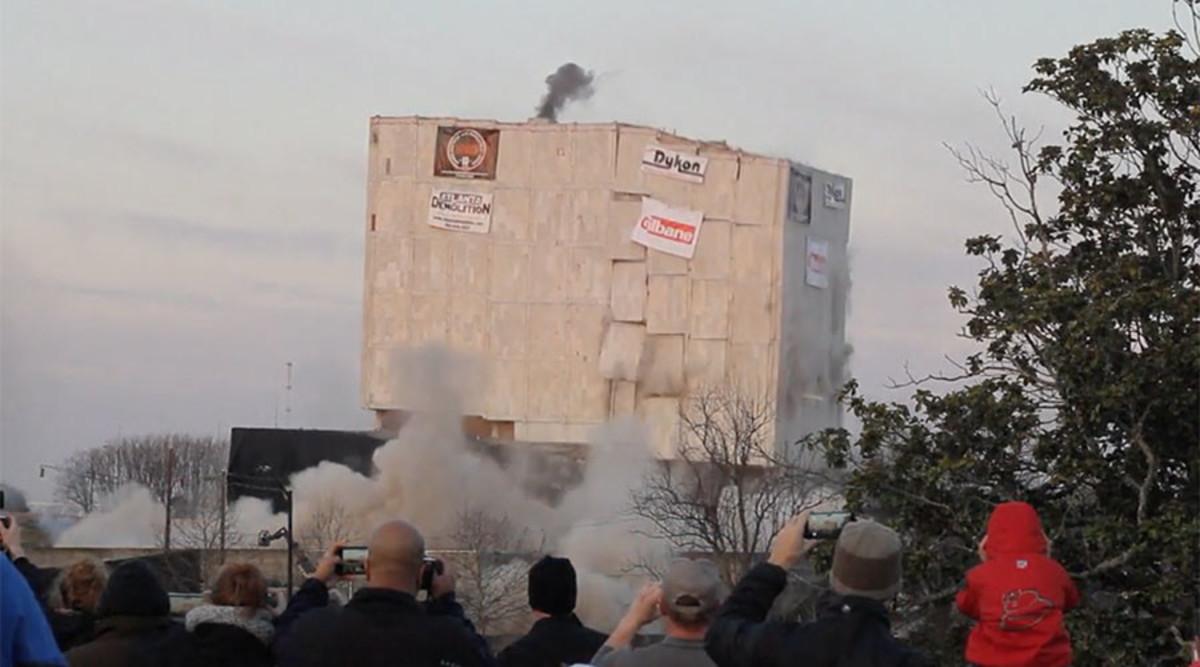 Ισοπέδωσαν σε δευτερόλεπτα κτίριο 55.000 τόνων με 227 κιλά εκρηκτικών [vids]
