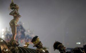 Καρναβάλι Ρίο: Εντυπωσιακές εικόνες από την ξέφρενη παρέλαση! [pics, vids]