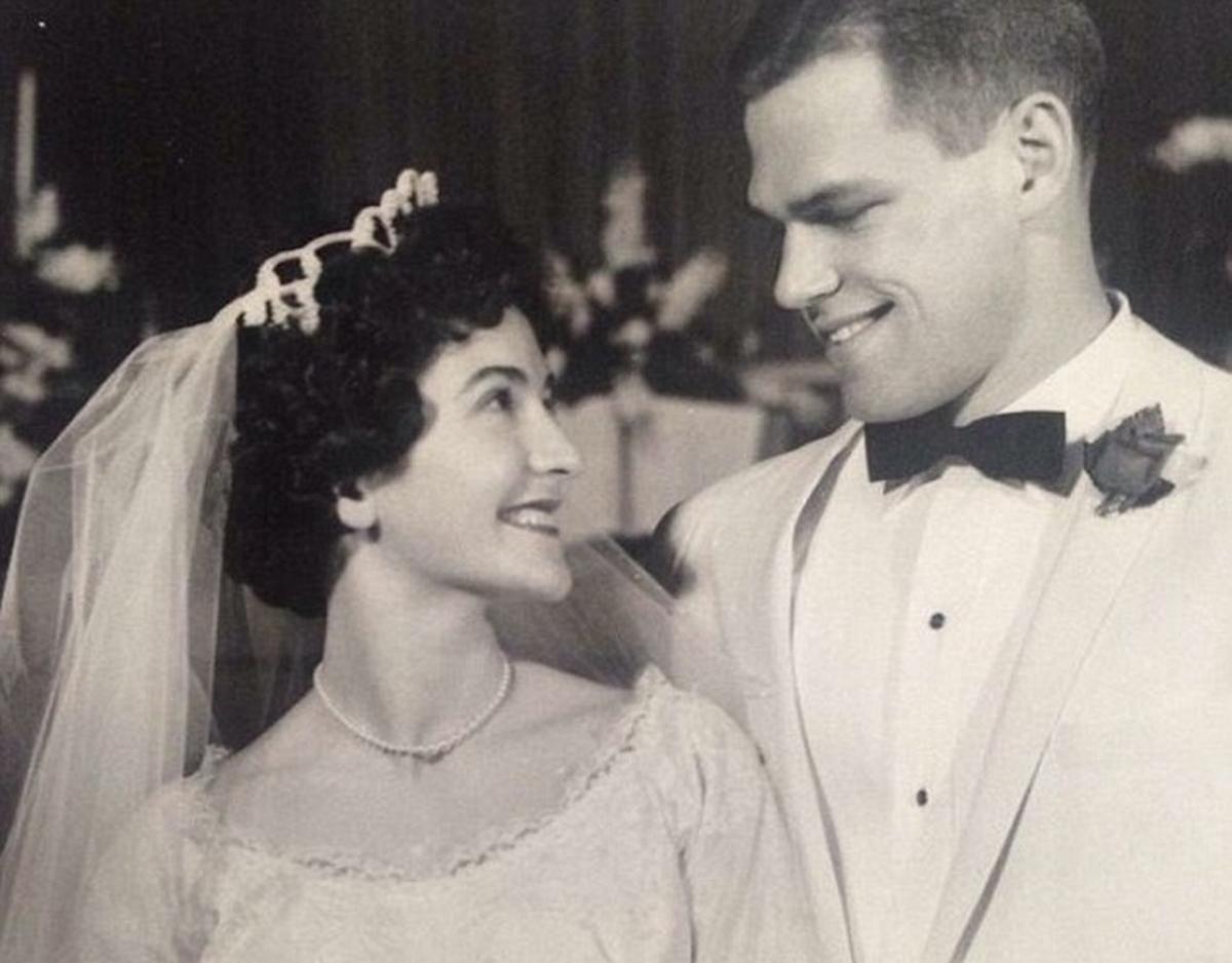 Πήρε φωτιά το ίντερνετ! Η γαμήλια φωτογραφία του 1961 και ο Matt Damon!