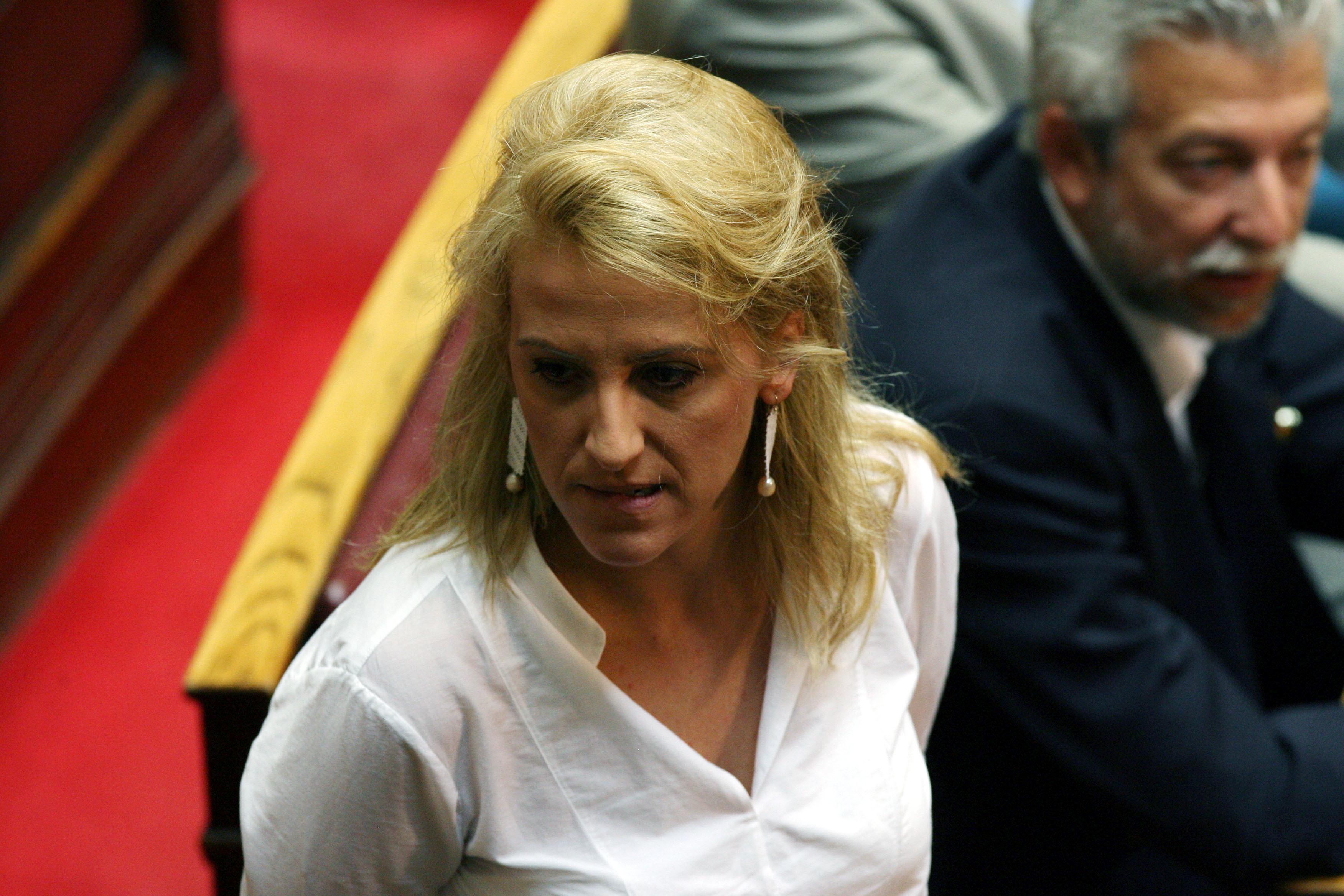 Ρένα Δούρου: Ο Θεοδωράκης δεν νοιάζεται για τον Σαρωνικό αλλά για τις ψήφους