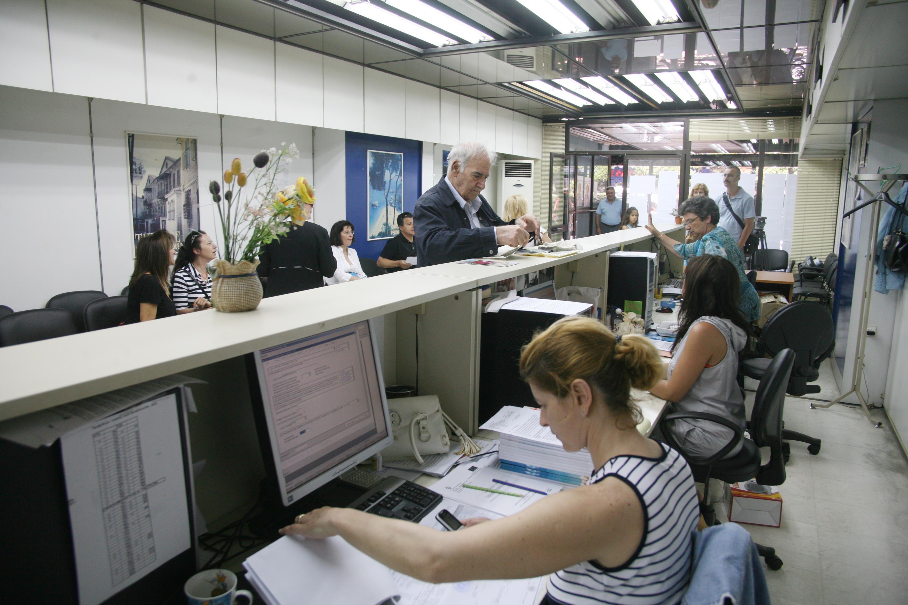 Μόλις… 185 εκατ. ευρώ έφτασαν στους πολίτες τον Αύγουστο από τα 992 που διέθεσε το Δημόσιο