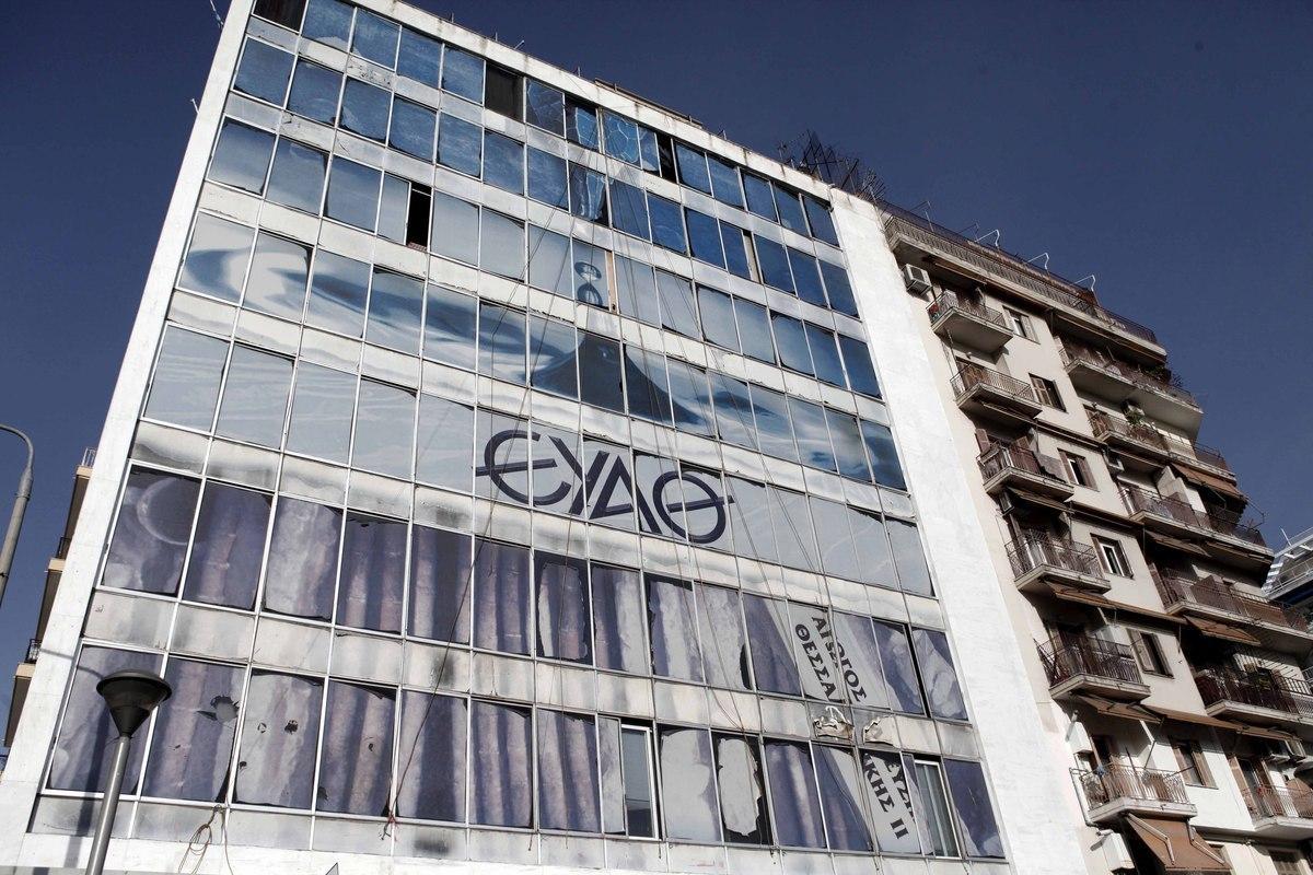 """Καταδικάστηκε για υπεξαίρεση πρώην ταμίας της ΕΥΑΘ – """"Τσέπωσε"""" 325.000 ευρώ!"""