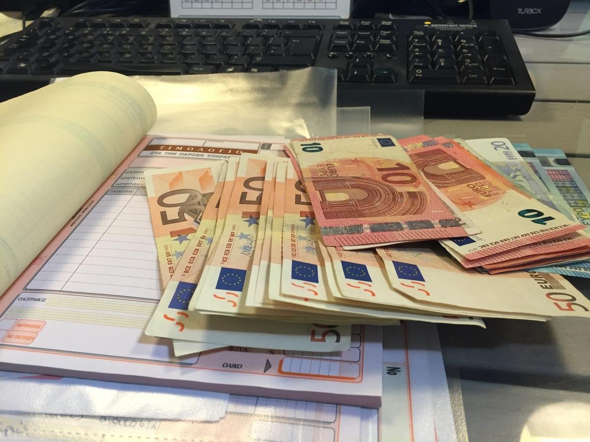 ΕΦΚΑ: Τι εισφορές πληρώνουν οι εργαζόμενοι με μπλοκάκι σε ένα ή δύο εργοδότες