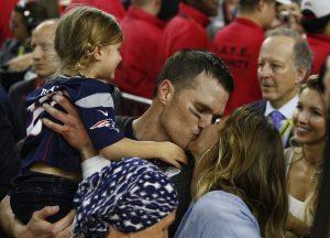 Τρελάθηκε η Ζιζέλ! Ξέφρενοι πανηγυρισμοί για τη νίκη του άντρα της στο Super Bowl [pics, vids]