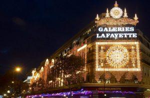Ντροπή! Το Galeries Lafayette έδιωξε καρκινοπαθή γιατί δεν έβγαλε το σκουφάκι της