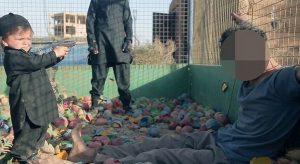 Σοκαριστικό βίντεο τζιχαντιστών! Παιδί εκτελεί όμηρο σε παιδότοπο