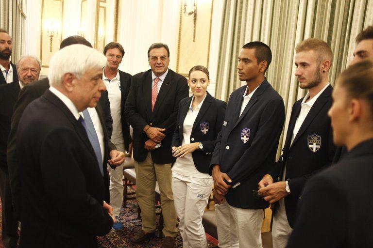 Στο Προεδρικό Μέγαρο η Κορακάκη και μέλη της Ολυμπιακής ομάδας [vid, pics]
