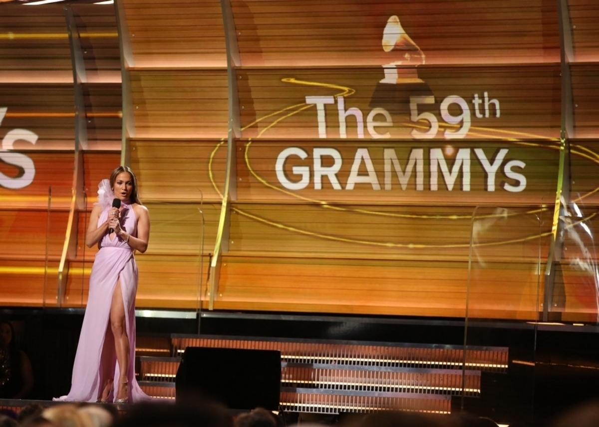 Grammys: Ξεσπάθωσαν κατά του Τραμπ Τζένιφερ Λόπεζ και Κέιτι Πέρι [pics, vids]