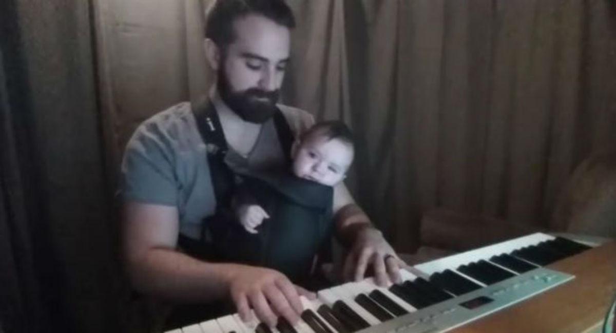 Θα σας ραγίσει την καρδιά: To πιο γλυκό νανούρισμα μπαμπά για το μωράκι του που δεν μπορούσε να κοιμηθεί!