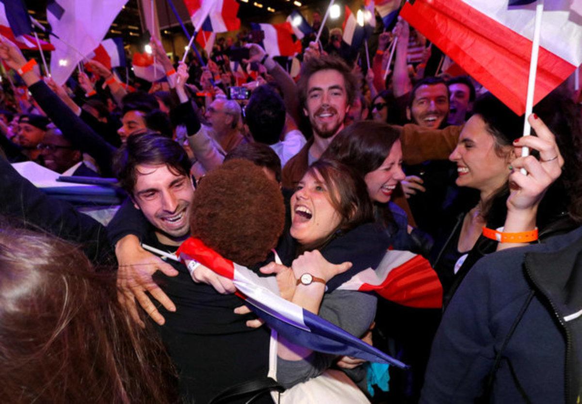 Γαλλία – Εκλογές: Χαμόγελα, πανηγυρισμοί αλλά και απογοήτευση στα στρατόπεδα των υποψηφίων