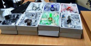 Χιλιάδες ρολόγια και γυαλιά… μαϊμούδες