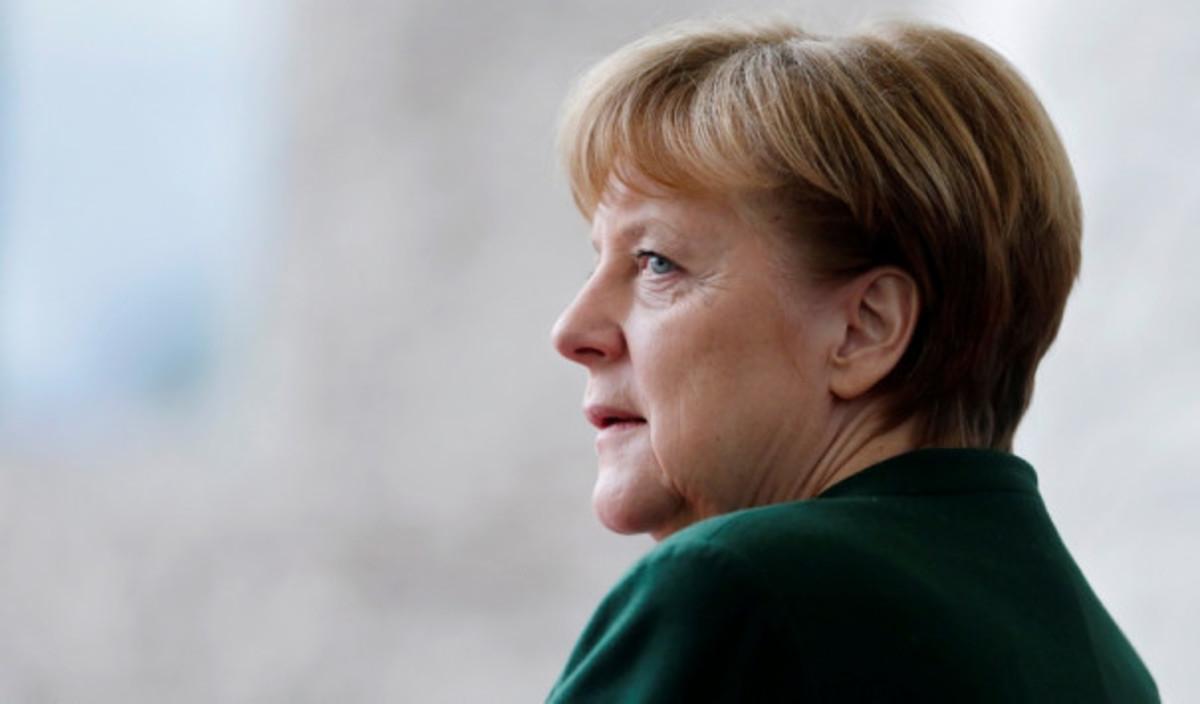 Μέρκελ: Θέλει να συναντηθεί με τον Μακρόν πριν τις εκλογές