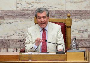 """Λούζει"""" τον Βαρουφάκη ο Μητρόπουλος: Αμετροεπής, αφελής, έβλαψε την Ελλάδα"""