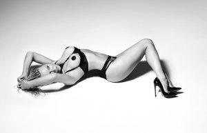 "Pamela Anderson: Kόλαση στα 50 της σε διαφήμιση ""ερωτικών"" εσωρούχων! [pics]"