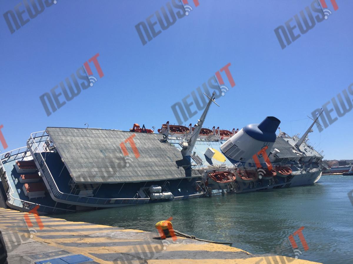 Βυθίζεται το Παναγία Τήνου στο λιμάνι του Πειραιά! ΦΩΤΟ – ΒΙΝΤΕΟ