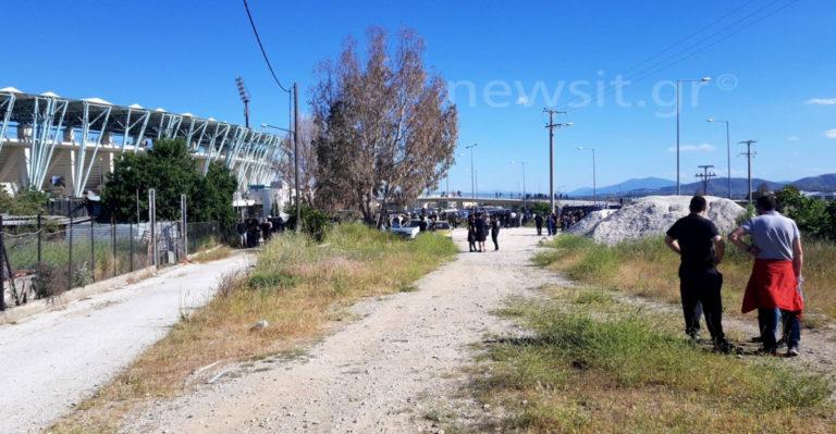 """Τελικός κυπέλλου Ελλάδας: Δακρυγόνα και κυνηγητό μετά το """"ντου"""" οπαδών της ΑΕΚ"""
