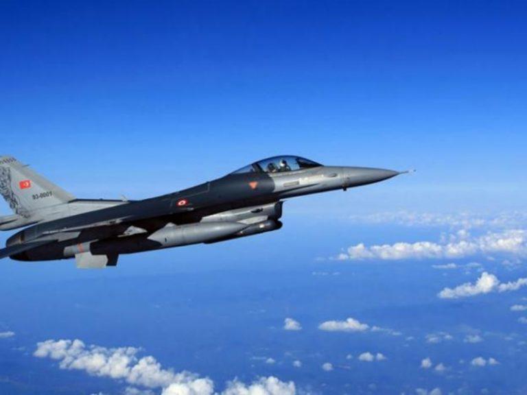 """Τουρκικές παραβιάσεις: Έλληνες πιλότοι προσφέρουν """"ρεαλιστική εκπαίδευση"""" στους αεροπόρους της γείτονος"""