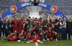 """Πανηγυρικοί τίτλοι! """"Η Πορτογαλία εκδικήθηκε το 2004"""""""