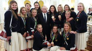 Ο Πούτιν κέρασε σαμπάνια και… BMW τους Ρώσους Ολυμπιονίκες!