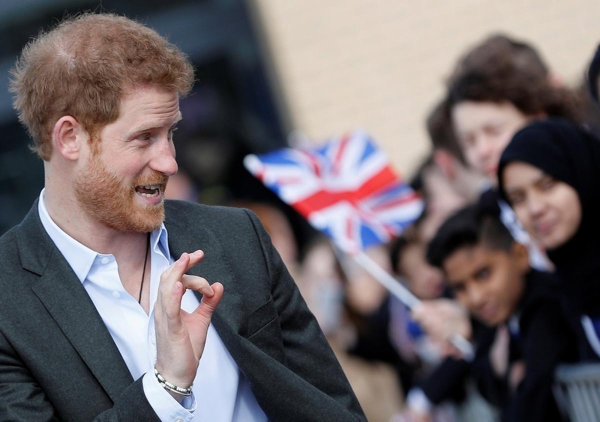 Ο Χάρι φέρνει τη Μέγκαν στο παλάτι!