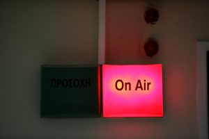 Μπάχαλο και παρανομίες στο ραδιοφωνικό τοπίο