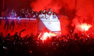 """Ρεάλ: """"Κάηκε"""" η Μαδρίτη για την πρωταθλήτρια! Το… σύνθημα για Πικέ [vids]"""