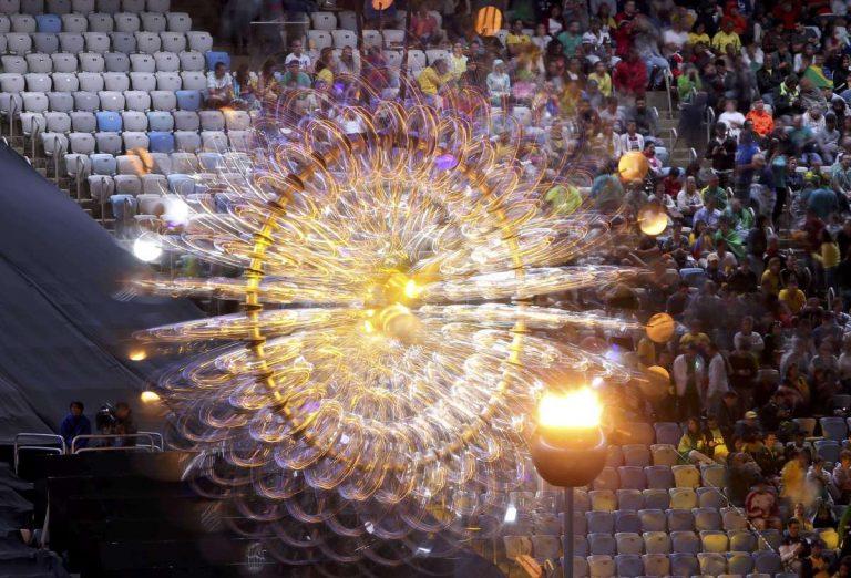 Ρίο 2016: Η στιγμή που έσβησε η Ολυμπιακή Φλόγα στο Μαρακανά [pics, vid]