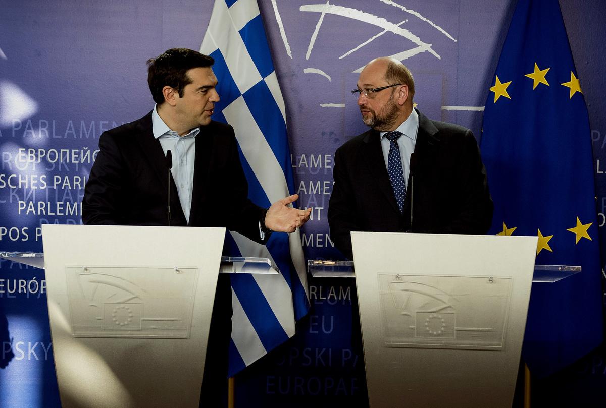 Σουλτς: Η Ελλάδα είναι στο χείλος του γκρεμού