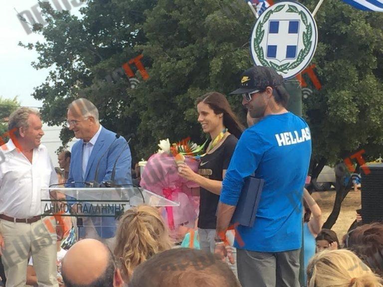 Κατερίνα Στεφανίδη: Η Παλλήνη υποδέχθηκε το… χρυσό της παιδί! [pic, vid]
