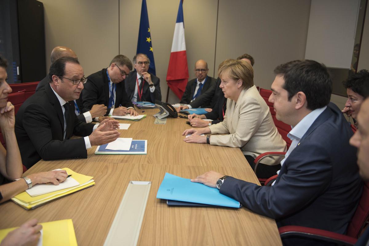 Σύνοδος Κορυφής: Συνάντηση Τσίπρα με Μέρκελ και Ολάντ