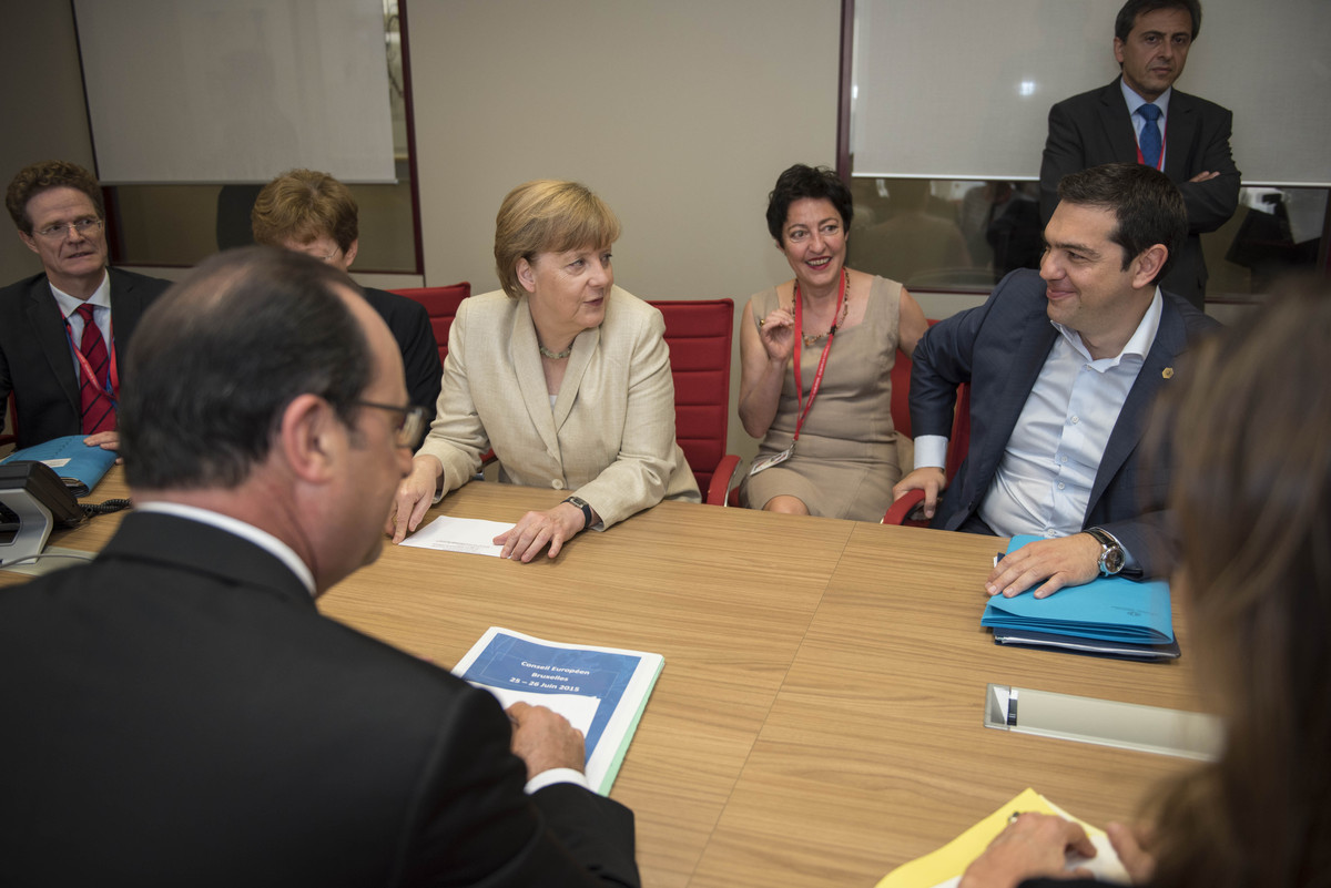 Τσίπρας σε Μέρκελ και Ολάντ: Δεν καταλαβαίνω την επιμονή των θεσμών σε τόσο σκληρά μέτρα! – Θα συναντηθούν ξανά μετά την Σύνοδο Κορυφής