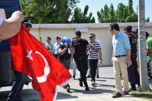 Τουρκία: Θέλει τους οκτώ στρατιωτικούς και το δείχνει!