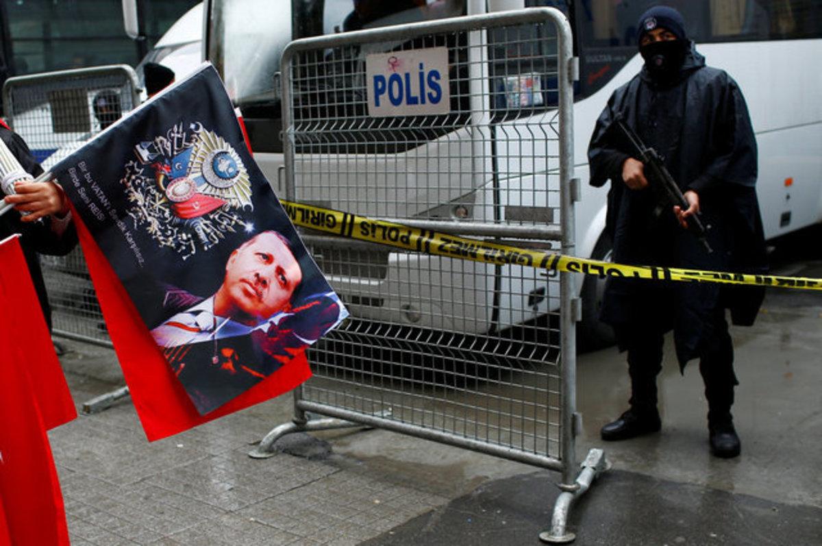 """Ο """"πόλεμος της τουλίπας"""": Η Τουρκία στέλνει τους Ολλανδούς φοιτητές στη χώρα τους!"""