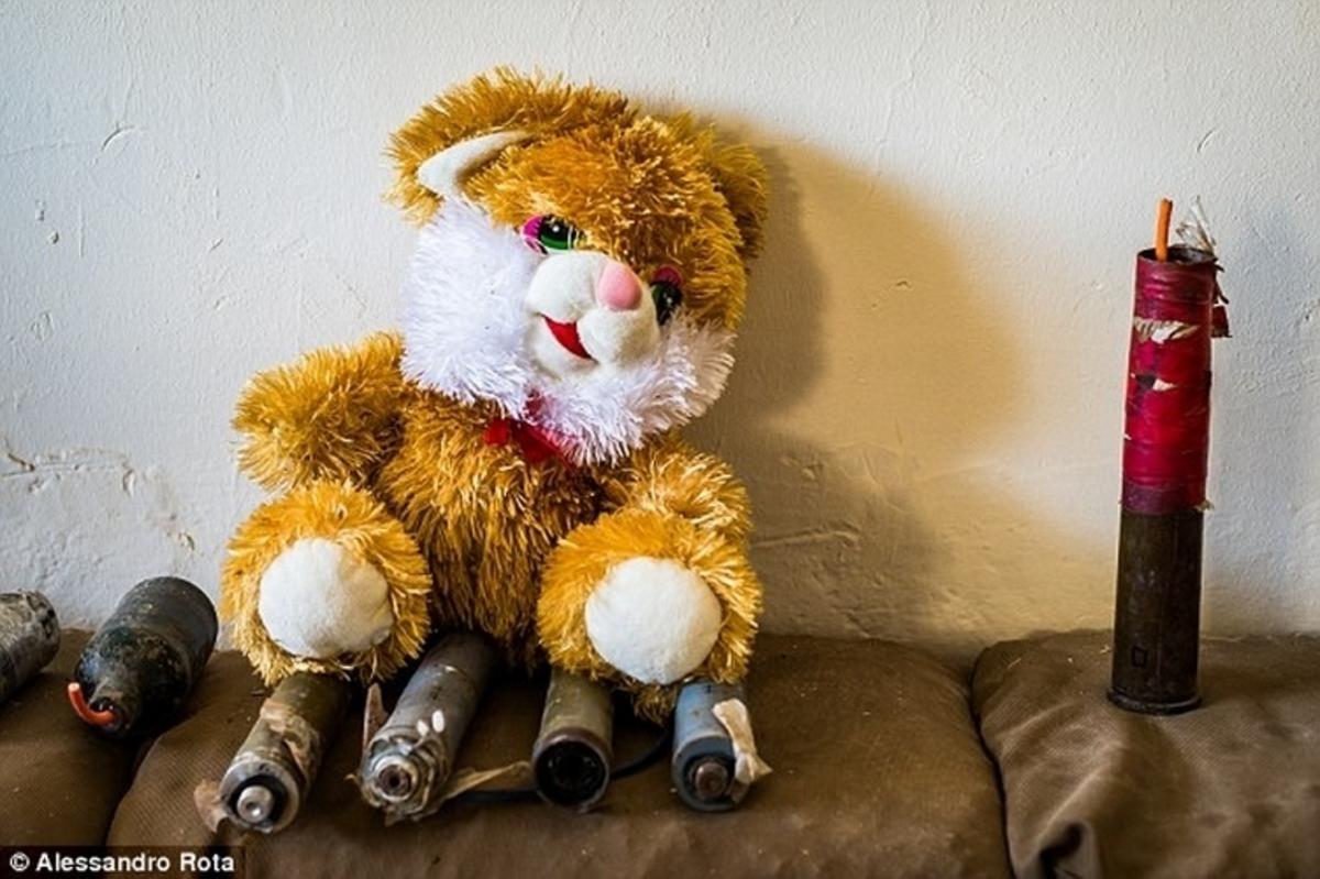 """""""Χειρότεροι από ζώα"""" – Τζιχαντιστές κρύβουν βόμβες σε παιχνίδια"""