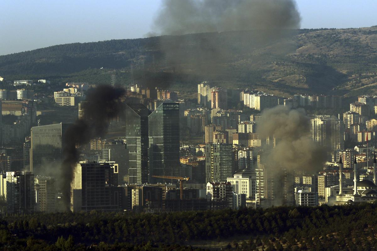 Επίθεση 40 κομάντος εναντίον του Ερντογάν – Μάχες σώμα με σώμα – Πως αποτράπηκε ο βομβαρδισμός της Άγκυρας