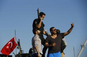 Η ΕΡΤ κέρδισε… το πραξικόπημα – Δεύτερο το Mega των απλήρωτων εργαζόμενων