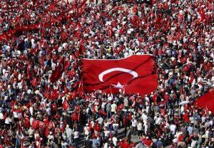Πλήθος κόσμου στην πορεία υπέρ της δημοκρατίας στην Τουρκία (ΦΩΤΟ)