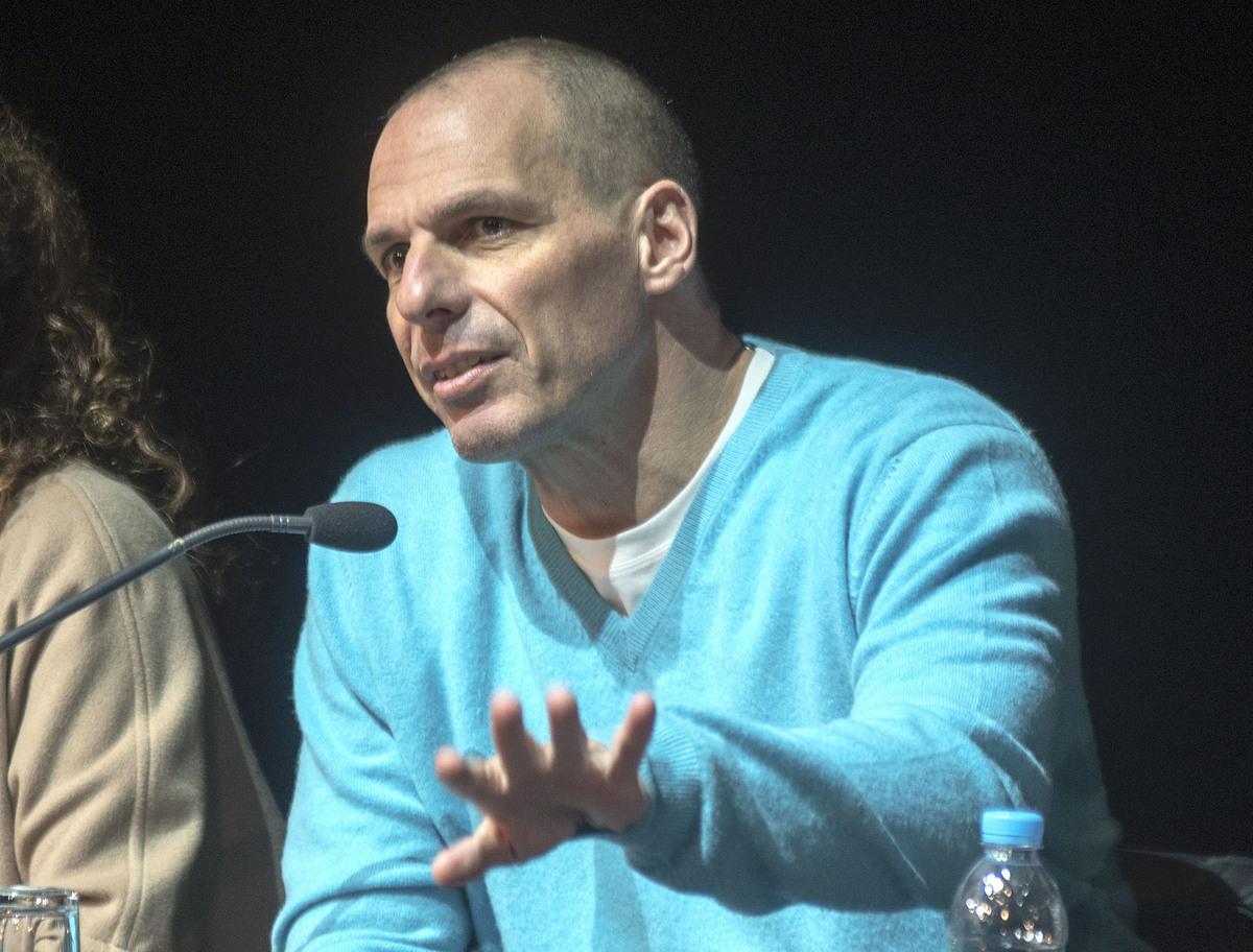 Ο Βαρουφάκης έγραψε τραγούδι για την Αλβανία, εμπνευσμένος από την κόρη του!