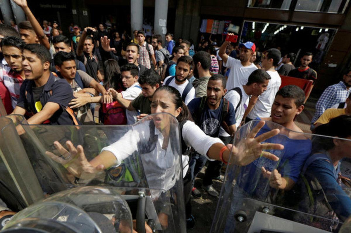 Βενεζουέλα: Ο Μαδούρο πήρε πίσω το πραξικόπημα