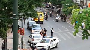 Λουκάς Παπαδήμος: Στιγμές τρόμου μετά την έκρηξη! Στο φορείο με σκισμένα ρούχα – Βίντεο ντοκουμέντο
