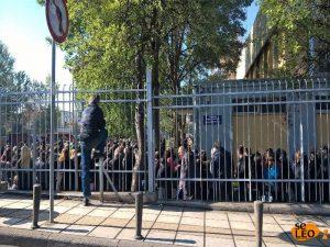 Θεσσαλονίκη: Ατελείωτες ουρές σε διανομή τροφίμων – Περιμένουν ώρες για λίγο κρέας και τυρί [pics]