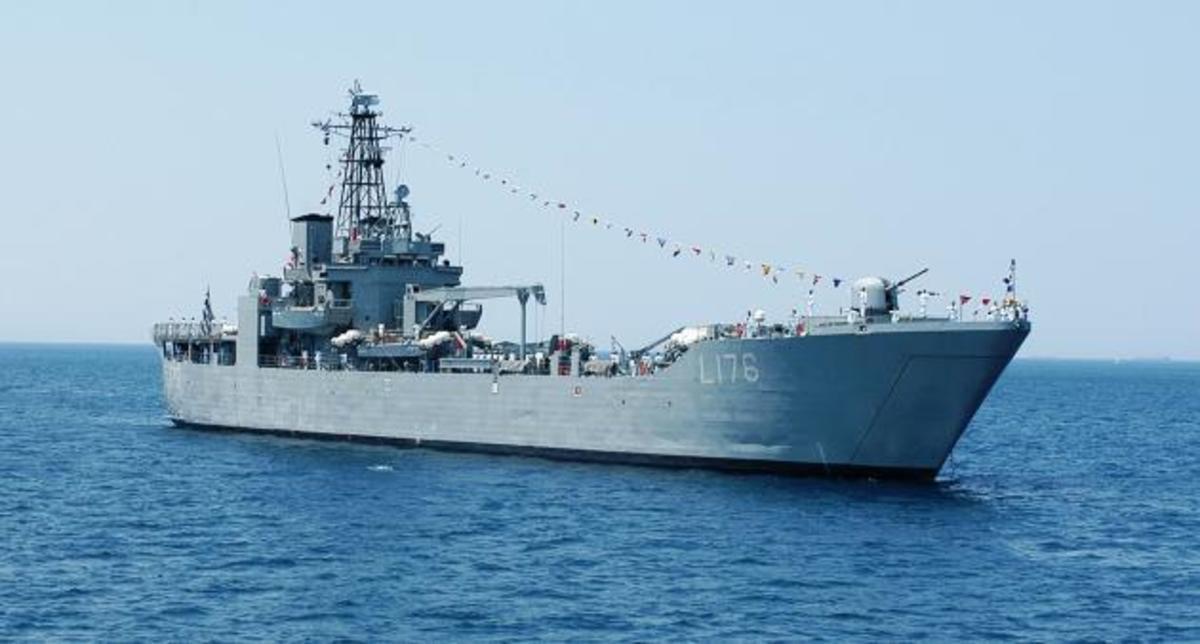 Με πλοία και ελικόπτερα του Πολεμικού Ναυτικού οι αποστολές σωτηρίας στα χιόνια [vid]