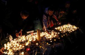 Επίθεση στο Λονδίνο: Νέο σοκαριστικό βίντεο! – Αγρυπνία στη μνήμη των θυμάτων
